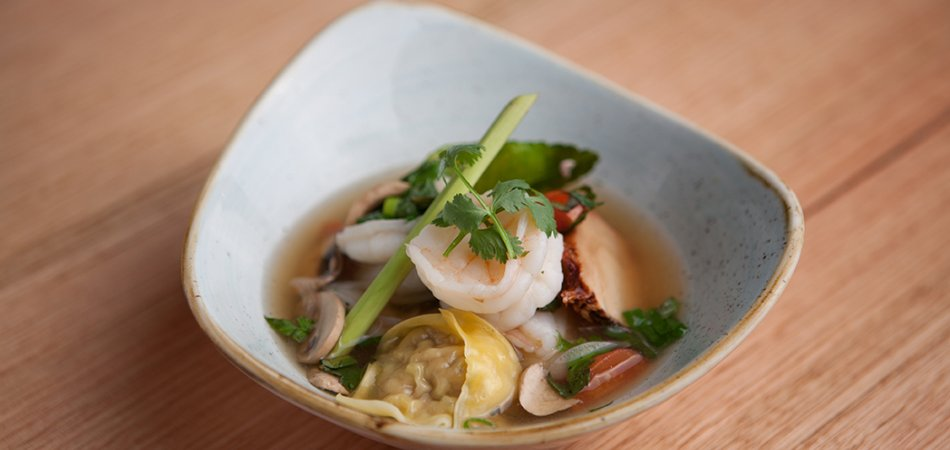 Pork wonton & prawn tom yum